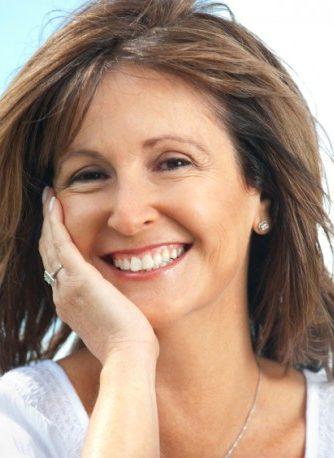 Alimentación para mujeres con menopausia. Acude a un profesional nutricionisa y te dará las pautas para llevar una alimentación saludable en esta etapa de la vida. Vanessa Blazquez es Licenciada en Tecnología de los Alimentos, un título que acredita sus conocimientos como nutricionista y profesiona de la dietética