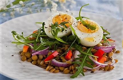 tu dietista de san sebastian te trae esta receta de ensalada de lentejas para que te cuides disfrutan de un buen plato de lentejas. sigue los consejos nutricionales de Vanessa blazquez