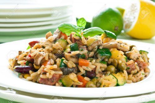 receta de risotto de verduras. Una receta exquisita con arroz para cuidarse y comer de forma sana y adelgazar. Prepárala con los consejos de la dietista de San Sebastián Vanessa Blázquez