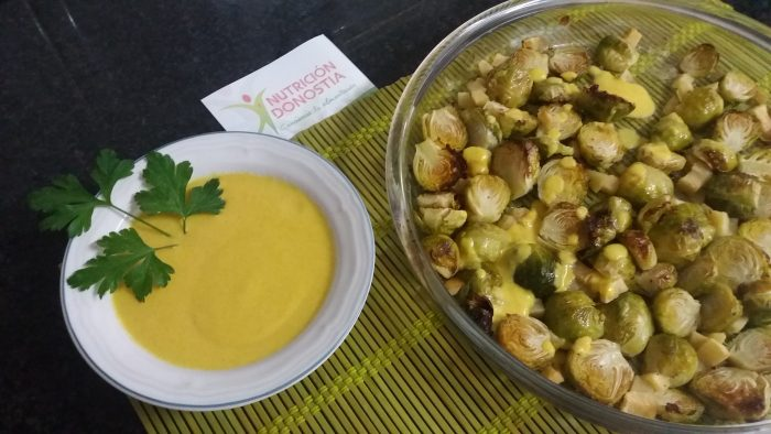 Coles de Bruselas con crema picante de manzana. Descubre éstas y otras recetas de la mano de Vanessa Blázquez en tu consulta nutricionista de San Sebastián: Nutrición Donostia. En el barrio de Amara.