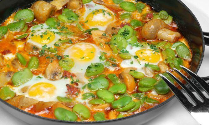 Receta de habas con champis y huevos. Una receta saludable y nutritiva para cocinar con lo mejor de los productos de la huerta de temporada. De la mano de la dietista de San Sebastián, Vanessa Blázquez